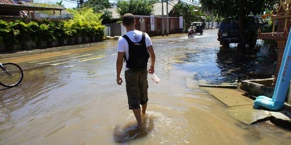 Les pieds dans l'eau après la mousson