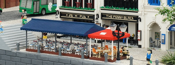 The Penny Black Singapore (Version Lego)