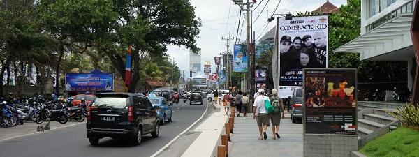 Le front de mer à Kuta (Bali)