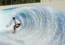 Le Barel Rider avec les vagues