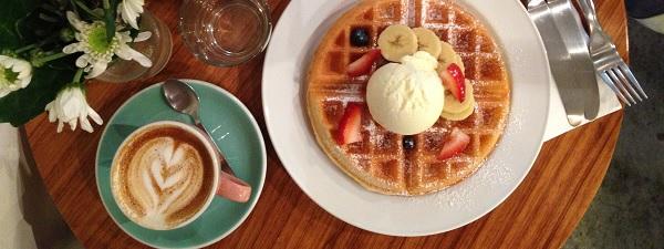Gauffres et cafe latte à Strangers' Reunion (Khampong Bharu)