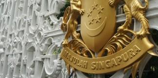 Le blason à l'entrée de l'Istana