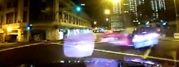accident de circulation singapour une ferrari grille un feu rouge et percute un taxi paris. Black Bedroom Furniture Sets. Home Design Ideas