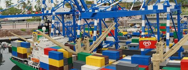 Mais que fait ce container Wall's au milieu du port de Singapour
