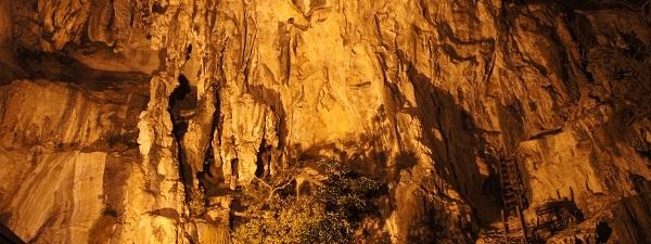 Les murs d'escalade de Tonsai (la nuit)