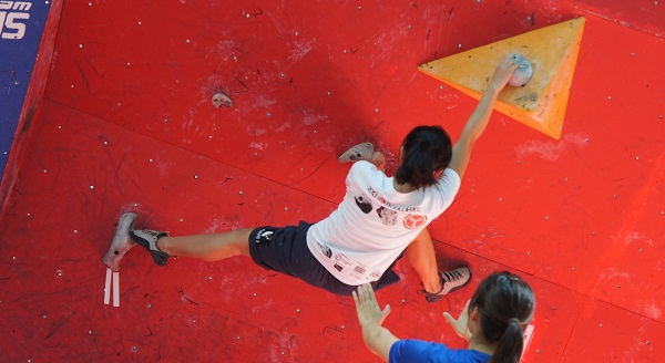Open Women Qualifiers at Boulderactive 2013 (Mel from SMU)
