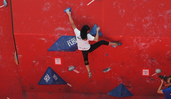 Open Women Qualifiers at Boulderactive