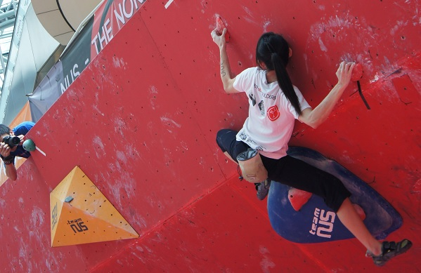 Open Women qualifiers at Boulderactive 2013