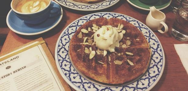 Gauffre et Café Latte à Stateland Café